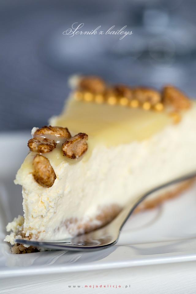sernik-z-baileys-i-karmelizowanymi-orzeszkami---baked-baileys-cheesecake3