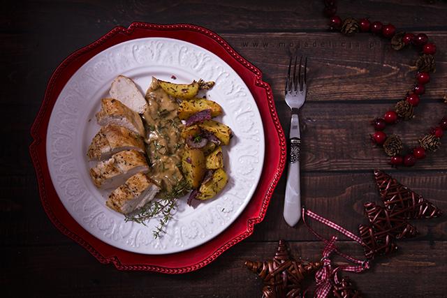 piersi-z-kurczaka-z-sosem-borowikowo-serowym-z-pieczonymi-ziemniakami,-obiad-swiateczny2