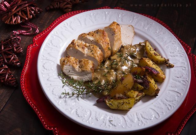 piersi-z-kurczaka-z-sosem-borowikowo-serowym-z-pieczonymi-ziemniakami,-obiad-swiateczny3