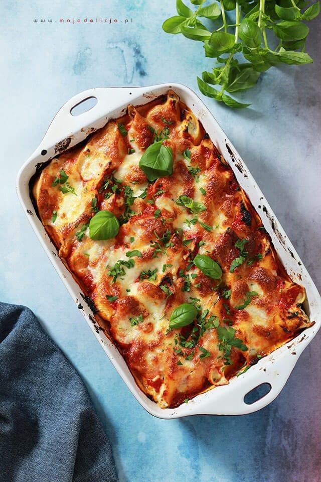pieczone nadziewane muszle makaronowe z ricotta, mozzarella, parmezanem z sosem pomidorowym3