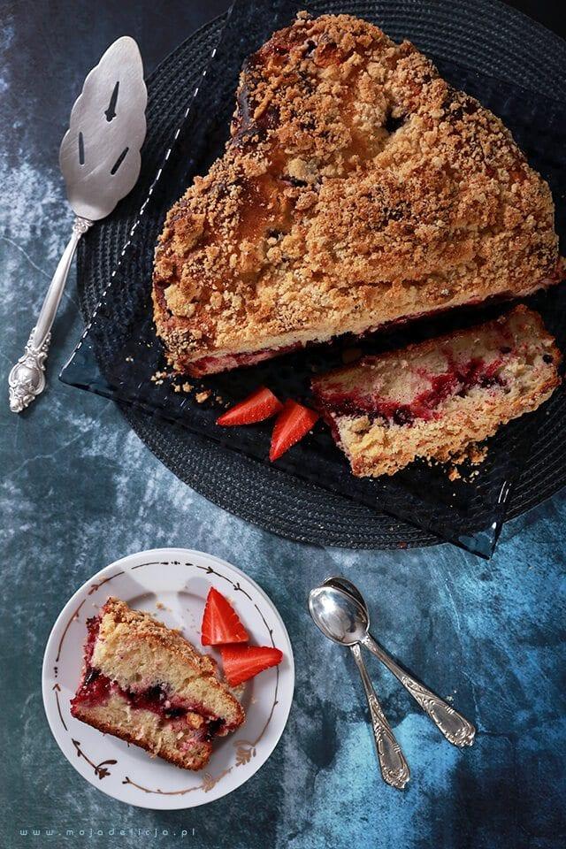 ciasto-drozdzowe-z-owocami-lesnymi-i-kruszonka-yeast-cake-with-forest-fruit-and-crumble2